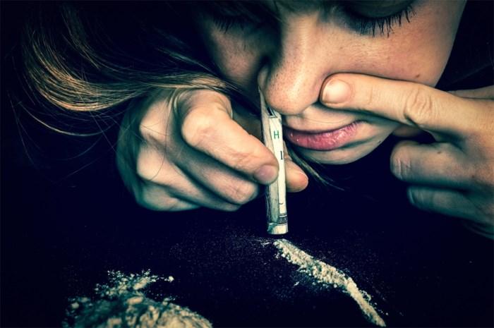 Man verstopt dertien pakjes cocaïne in onderbroek