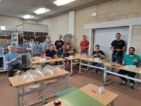 Leerkrachten Sila Westerlo maken gelaatsmaskers voor de zorgsector