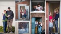 Werkloze fotograaf laat dorpsgenoten weer even lachen met 'deurgatportretten'