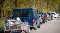"""Filerijden aan recyclageparken in provincie Antwerpen: """"Een halfuur aanschuiven, dat valt nog goed mee"""""""