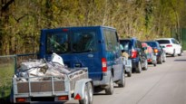 """Massaal bezoek aan heropende recyclageparken: """"Op sommige plaatsen was het tot twee uur aanschuiven"""""""