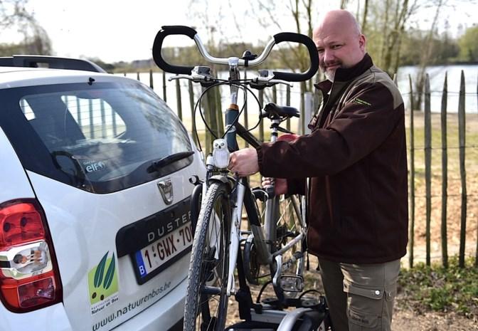 Werken in tijden van corona: met boswachter Wouter Huygens mee op fietspatrouille rond de Egleghemvijver