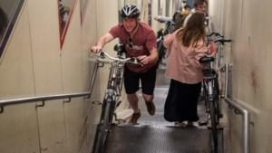 """Nieuwe maatregelen in tunnels onder Schelde: """"Fietstunnel gaat dicht als social distancing niet wordt nageleefd"""""""