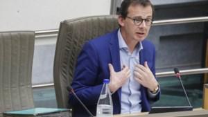 """Kritiek op aanpak van minister Beke zwelt aan:  """"Drie weken tijd verloren voor onze rusthuizen"""""""