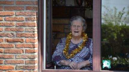 Zwaaifeest voor honderdjarige Celine