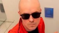 """Philippe Geubels maakt single uit verveling: """"Ik mag niet op café, dus ik jump op de wc"""""""