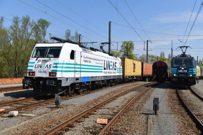 Witte locomotief om corona-helden te eren