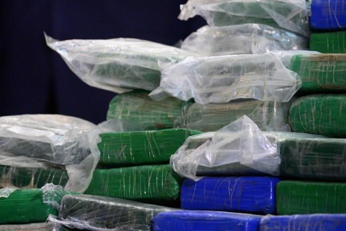 Twintig pakken cocaïne bij auto die vluchtte van douaniers