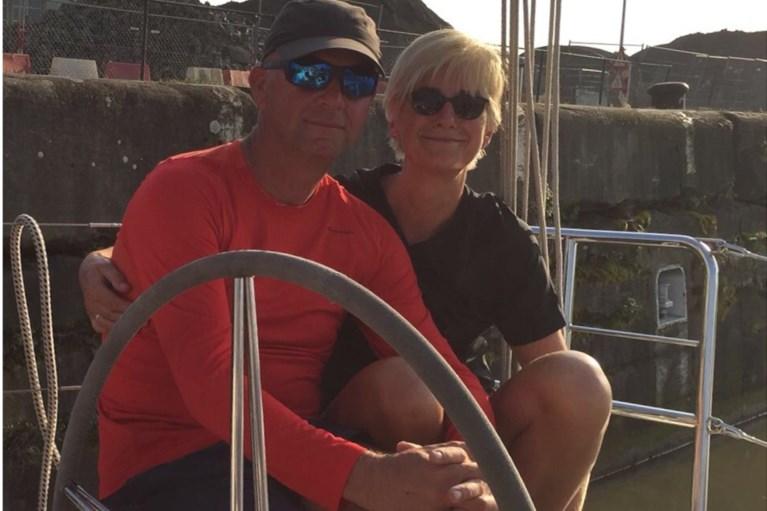 """Zeilend echtpaar uit Schoten vast op Antigua: """"We mogen alleen van boord om boodschappen te doen"""""""