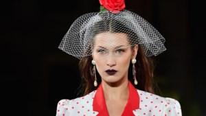 Bella Hadid poseert voor Vogue via FaceTime