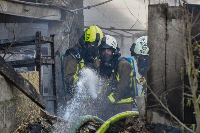 Brand in magazijn gaat gepaard met dikke rookpluim