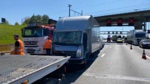 Half uur filerijden door ongeval met geknelde aan Kennedytunnel