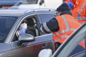 Corona-moeheid en mooi weer stelt burgers op de proef: lockdownfeestjes stilgelegd