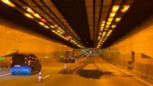 Lange files op Antwerpse Ring richting Gent na ladingverlies van slib in Kennedytunnel