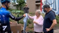 Wielrenner Victor Campenaerts zamelt mondmaskers in voor het dienstencentrum van zijn bomma