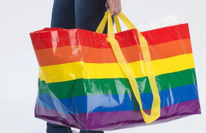 Ikea verkoopt winkeltas in regenboogkleuren
