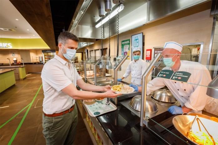 """Zo gaan we in de toekomst op restaurant: """"Voor uw mondmasker hebben wij een tasje"""""""