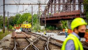 """Infrabel voert cruciale werken uit voor nieuw Mechels station: """"We werken voort tijdens het bouwverlof"""""""