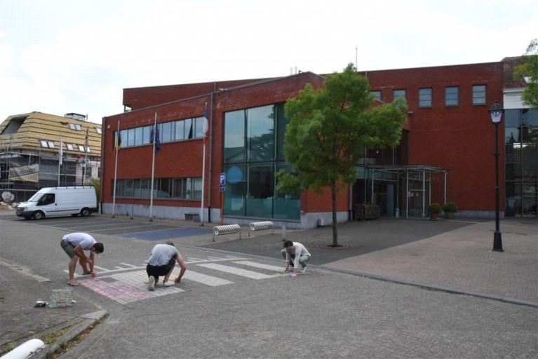 Jong N-VA vraagt regenboogzebrapad voor gemeentehuis