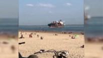 Opmerkelijke beelden: containerschip lijkt strand van Vlissingen op te varen
