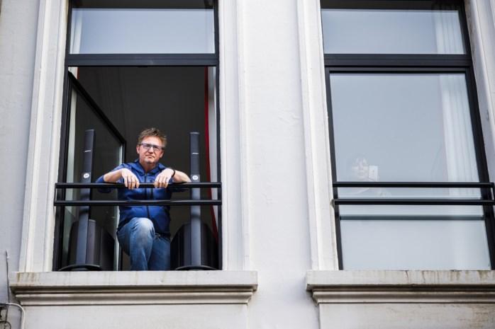 Onze muziekjournalist draait lockdownclassics vanuit zijn B&B: gevangen in een gouden kooi