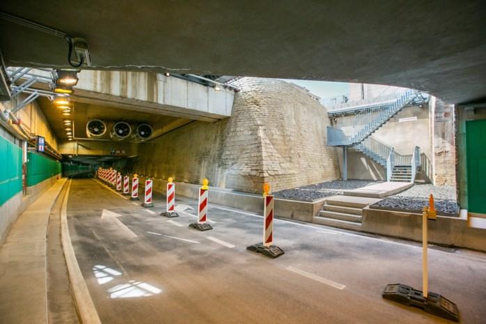 """Man rijdt achteruit door nieuwe Jos Brabantstunnel """"om gewelven te bewonderen"""""""
