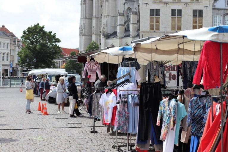 Eerste zaterdagmarkt na lockdown: wissel tussen kramen gaat vlot, marktkramers matig tevreden