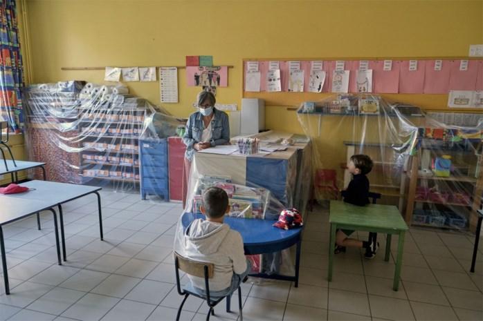 Hoera, weer naar school: kleuterjuf moet geen mondmasker dragen, strenge regels voor secundair onderwijs