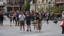 """Ros Beiaard blijft op stal, maar duizend mensen dansen samen op plein in Dendermonde: """"Dit is niet goed te praten"""""""