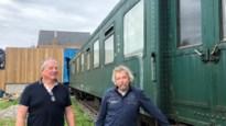 """Kameraden toveren bijna 100 jaar oude spoorwegwagon om tot brasserie: """"Het is een echte blikvanger"""""""