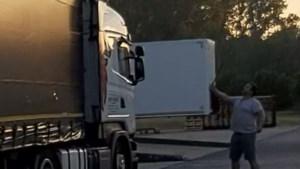 Trucker betrapt drie illegalen in vrachtwagen, politie moet hen laten gaan