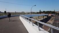 Passerelle over Schijnpoortweg is officieel open, maar voor fietsers blijft het nog even behelpen