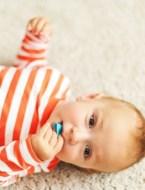 Mama deelt ingenieus trucje voor baby's die tandjes beginnen te krijgen
