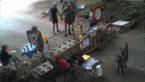 Politiecamera maakt opvallend beeld: picknickers installeren zich aan grensblokkade