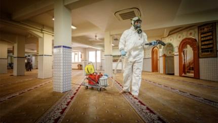 Na kathedraal en synagoge ontsmet Mustapha ook moskee