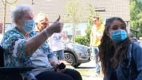 """Stabroekse zangeres ziet zieke 'moeke' terug: """"Verschieten he!"""""""