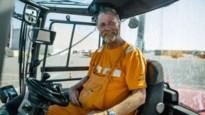 """Al bijna veertig jaar is Frank (59) dokwerker: """"Hij is een beetje een vaderfiguur voor ons"""""""