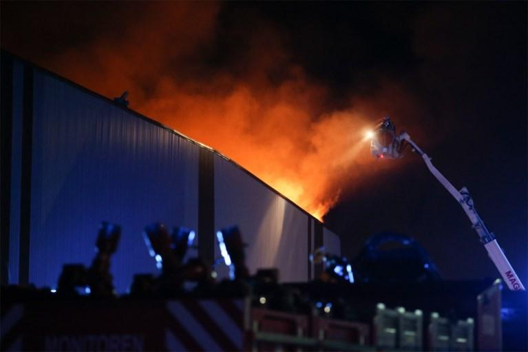 Loodsbrand in Antwerpse haven onder controle: geurhinder nog steeds mogelijk