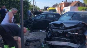 Ongeval met drie auto's en veel schade