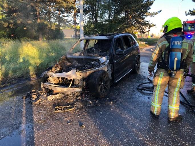 Auto brandt uit aan afrit Herentals-Industrie