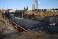 Er wordt weer gewerkt aan fietstunnel en keermuur