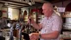 Dolgelukkige Belgen drinken pintje over de grens