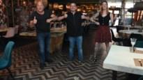 """Sergio toont corona-instructies bij restaurant De Gouverneur in Mol: """"Er is goed nagedacht om te veilig kunnen heropenen"""""""