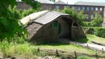 Gemeente knapt houten vlechtwerken en gras van Park Moldersbok op