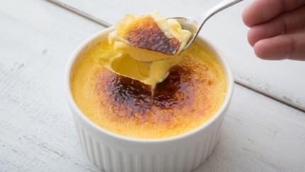 Crème brûlée met maar drie ingrediënten en zonder brandertje