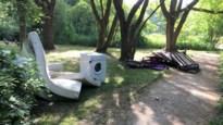 """Sluikstorters laten wasmachine en matrassen achter in Muggenbergpark: """"Het hangt werkelijk onze keel uit"""""""