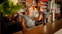 """Rozeke (84) van café Tilt snakt ernaar om maandag weer te openen: """"Heb het contact met mijn klanten gemist"""""""