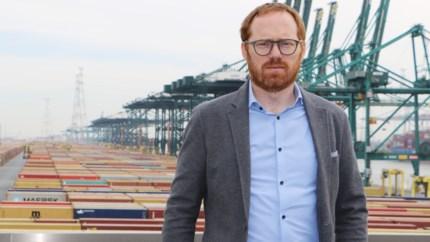 Containers zo ver als het oog reikt: Jurgen De Wachter moet grootste containerterminal van Europa plannen