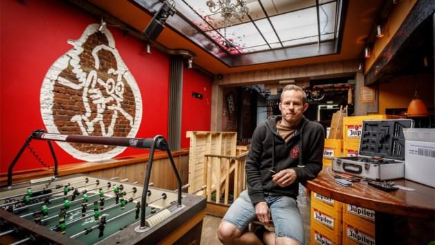 """Ambiancecafé De Prof houdt deuren nog gesloten: """"Ik zie het niet zitten om champetter te spelen"""""""