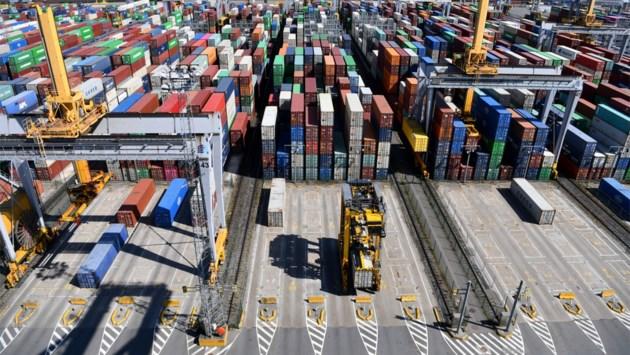 Zo geraakt een container de haven in en uit